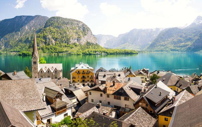 8_Austria_Hallstatt_AdobeStock_115398930.jpg