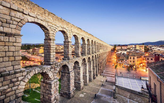 8-Segovia-Plaza-Azoguejo-Spain-AdobeStock_72286096.jpg