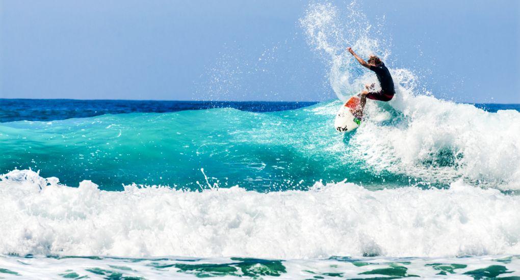 8_shutterstock_Surfing_302126525.jpg