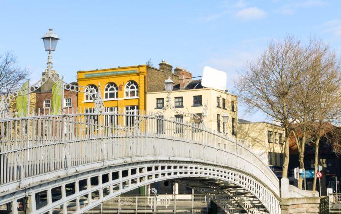 8_dreamstime_Dublin_Hapenny_Bridge_30206824.jpg